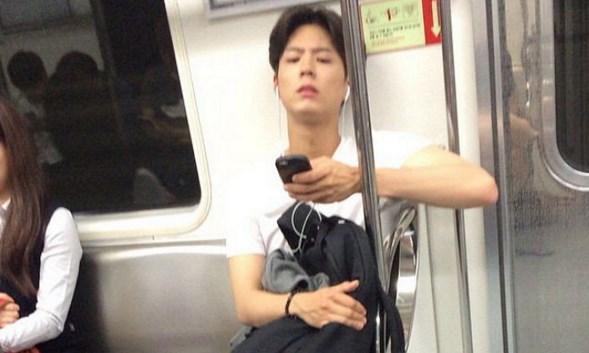 Park Bo Gum en metro