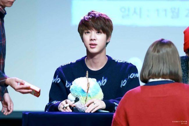 Jin en una rueda de prensa