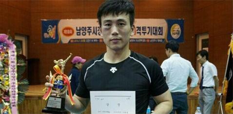 ganador de combates de kick boxing