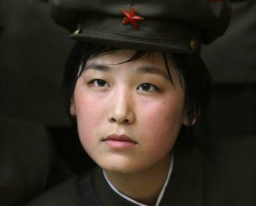 mujer soldado norcoreana